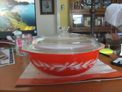 #024 Pyrex Holiday Pine Cone promotion casserole 2 quart with lid - coral orange