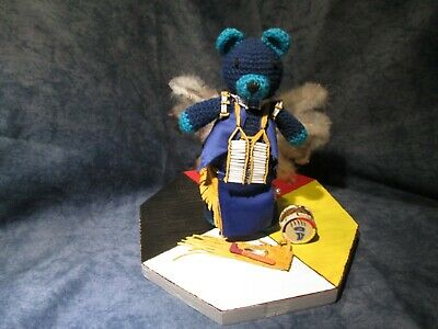 Native American Indian Pow Wow Teddy Bear Dancer Stand Sockel Original Lakota