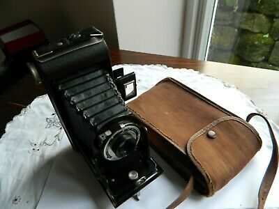 Kodak Brownie six-20 Folding Brownie Camera with case