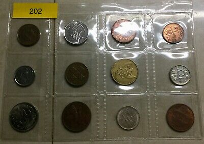 (202) 12 Mixed World Small Coins all different Circulated Ungraded Uncleaned