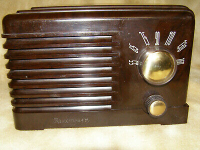 """Small """"Electronic"""" Bakelite Radio [PAYPAL PAYMENTS ONLY]"""