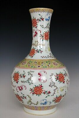 Chinese Beautiful Famille Rose Porcelain Peach and Bats Vase