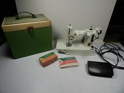 WHITE Singer 221K FEATHERWEIGHT SEWING MACHINE in GREEN CASE 1960's