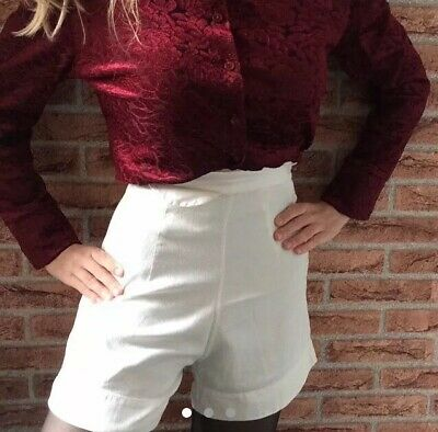 Lovely Vintage 1960s/Early 1970s High Waisted White Shorts Rockabilly Pin-Up 6 8