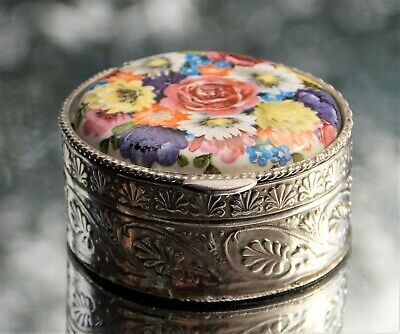 Lovely Victorian Flower Decorated Enamel Silver Circular Ladies Snuff Box