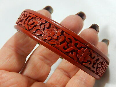 ANTIQUE CHINESE DEEPLY CARVED LACQUERED CINNABAR ON BRASS 18mm BANGLE BRACELET