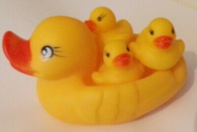 Yellow Duck Mum And Babies Bath Toy