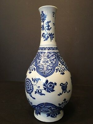 Antique Chinese Blue and White Bottle Vase, Kangxi period