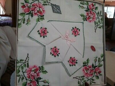 """VINTAGE HAND EMBROIDERED TABLECLOTH SET  36"""" x 36"""" with 4 serviettes NEW IN BOX"""