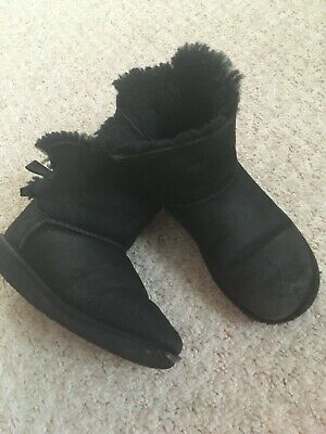 Ugg Girls Classic Mini Boots in black UK 1 condition see photos
