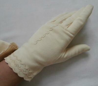 BNWOT Vintage 1960's Cream Lemon Nylon Simplex Wrist Gloves Size 6 1/2, Small