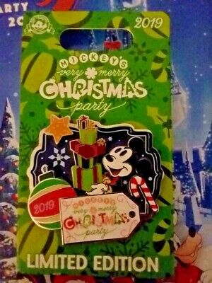 2019 Mickey's Very Merry Christmas Party Mickey Mouse Present Disney Pin