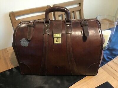Vintage leather Doctors Gladstone Bag, (good used condition for its age)
