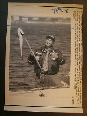 AP Wire Press Photo 1989 Pres George Bush Beams with Pride holds Up a Bluefish