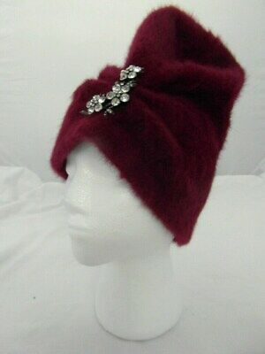 Vintage 1940-50s ladies Soft feel MAROON hat. One size with Silver brooch.. VGC
