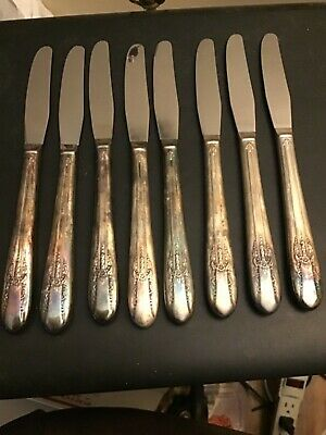 8 Dinner Knives WM Rogers Mfg.Co. Silver Extra Plate Flatware Reflection