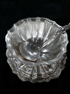 International Silver Co. Silverplate Gravy Bowl with attached Underplate & ladle