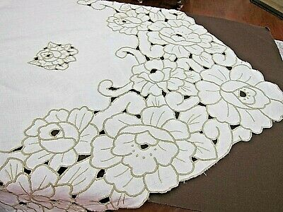 """Beautiful Vintage White Linen Madeira Tablecloth w/ Lg Cutwork Flowers 61"""" X 83"""""""