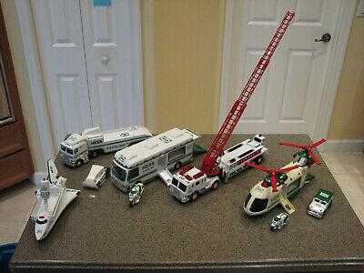 Lot of 4 Hess Holiday Collector Sets in original boxes 1998-2001 **EC**