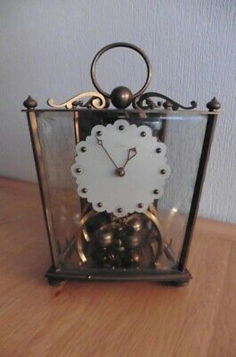 GOOD QUALITY KERN BRASS AND GLASS CASED 400 DAY ANNIVERSARY CLOCK CIRCA 1960s