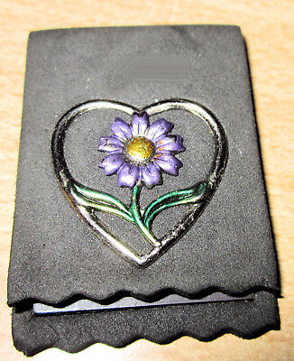Magnetic bookmark with flower in heart design