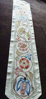Beautiful hand embroidered old/vintage table runner with fabulous floral design