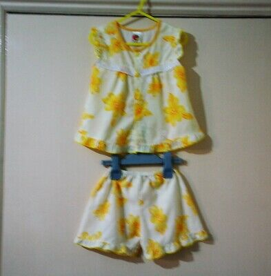 Girl's Pretty  Top & Shorts size 5 yrs in my sale !