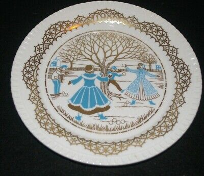 The Spode Vintag Decorative  Christmas Plate limited edition (1986) Ice skaters