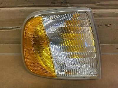 98 Ford Expedition Right Passenger Side Turnsignal Lens