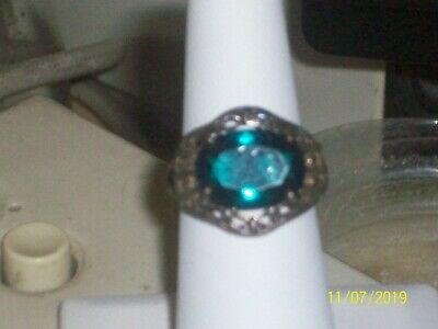 Womens Antique looking Ring with Green Oblong Stone Size 7 (Sterling Silver 9.25