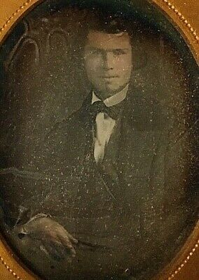 DAGUERREOTYPE - VERY EARLY IMAGE OF HANDSOM YOUNG MAN 1/9 PLATE MID 1840's