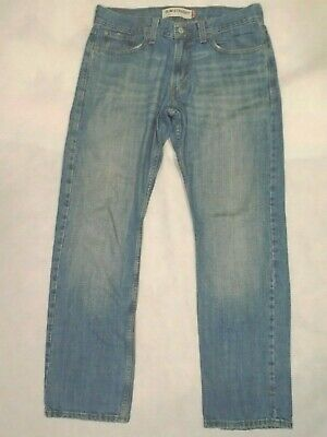 Levi Strauss & co 514 men jean size 33 x 32 slim straight .