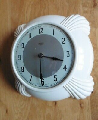 CREAM BAKELITE CIRCA 1950s METAMEC ELECTRIC WALL CLOCK - WORKING
