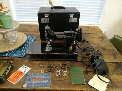 NICE SINGER PORTABLE FEATHERWEIGHT SEWING MACHINE 221 w/CASE & ATTACHMENTS