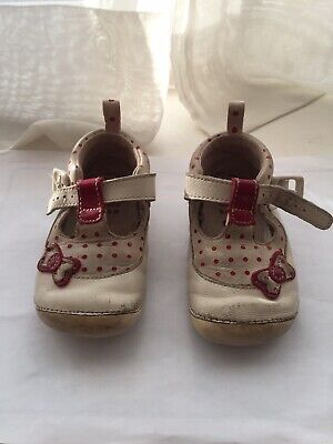 Clarks First Shoes Girls Soft Leather Size 4 G Cream & Red With Buckle Preowned