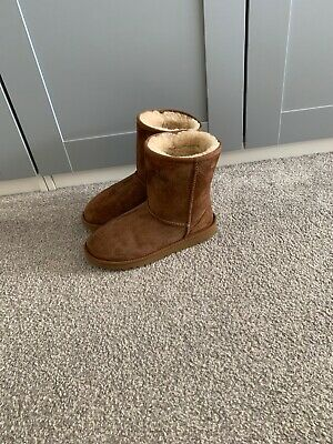 Womens Girls Ugg Chestnut suede Boots. UK Size 4