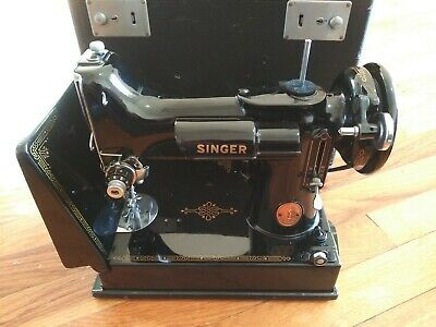 Vintage Singer featherweight sewing machine 221-1 (1946)