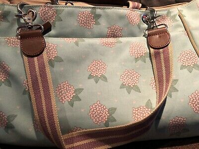 Wickeltasche Rosebud London by Pink Lining MESSENGER Flying Geese Grau