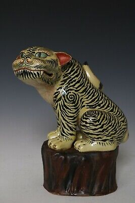 Chinese Beautiful Famille Rose Porcelain Tiger Statues