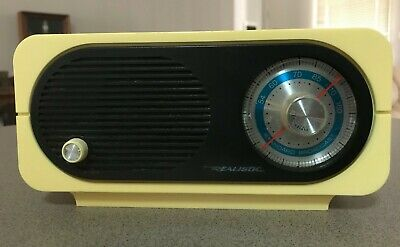 Vintage Radio Shack Realistic Radio/ Tandy 12-686 .... /Collectable/Am/ Working