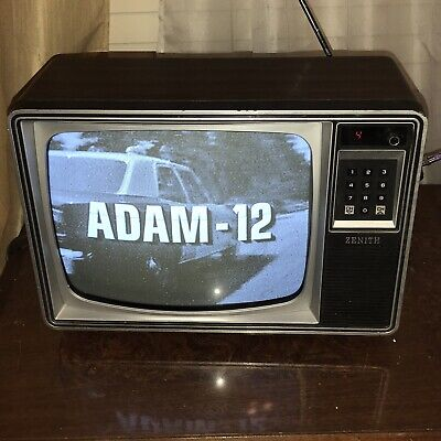 Vintage 1980 Zenith 12 Inch B&W Tube CRT TV Television Red LED Digital Woodgrain