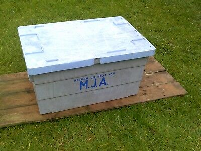 HEAVY DUTY PLASTIC STORAGE BOX WITH LID. x5 STACKABLE. 600 x 400 x 300mm GREY
