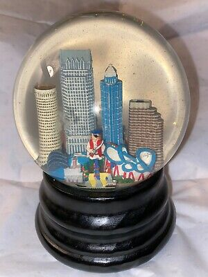 Saks Fifth Avenue Tampa Bay Water Globe Snow Globe Musical Buccaneers RARE
