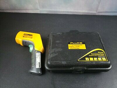 Fluke 566 IR Thermometer With Case and Manuals.