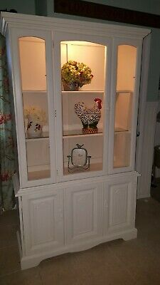Vintage White China Hutch, in great condition. 2 glass shelves and is lighted