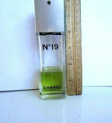 2=1+1: Chanel No 19 Spray Eau De Toilette Remain 35 Ml/1.2 Oz + Bonus Of Kenneth