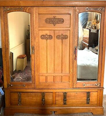 Large Oak Arts and Crafts Art Nouveau Wardrobe