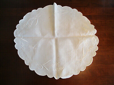 """White Linen Table Topper w/Embroidered Wheat Designs 21"""", Vintage"""