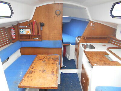 Holland 25ft pluss 4 yacht Diesel head room nice (Sorrento Victoria) No Reserve!