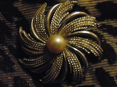Pearl Pin Centered In Silver Sunburst Setting - Sarah Coventry - Dimensional
